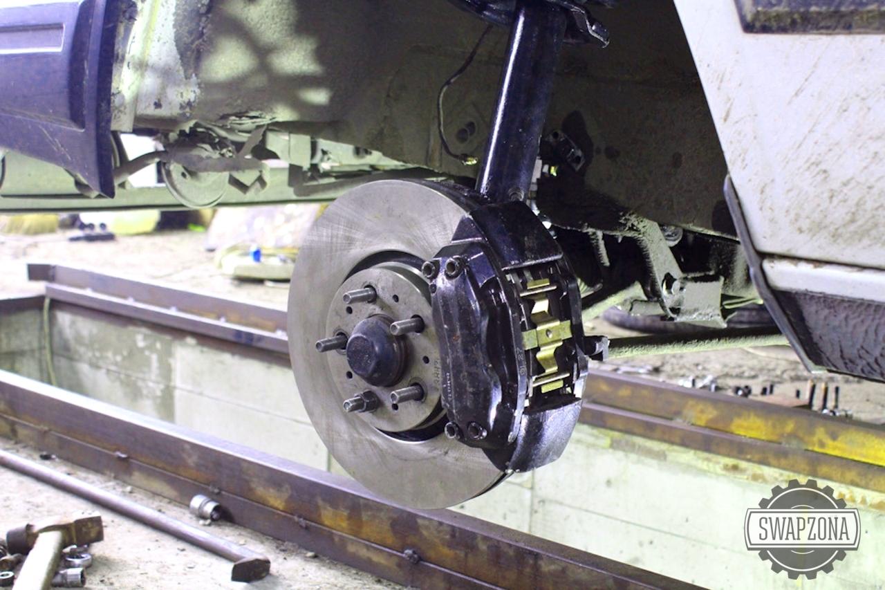 Мощные производиельные тормоза на Volvo 740 диск 330 мм, суппорт Mercdes W220